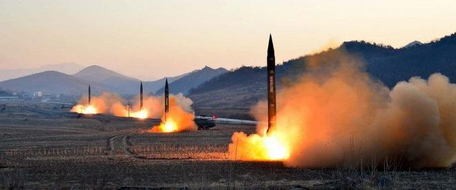 Triều Tiên làm gì với số tên lửa rơi xuống biển? - 2