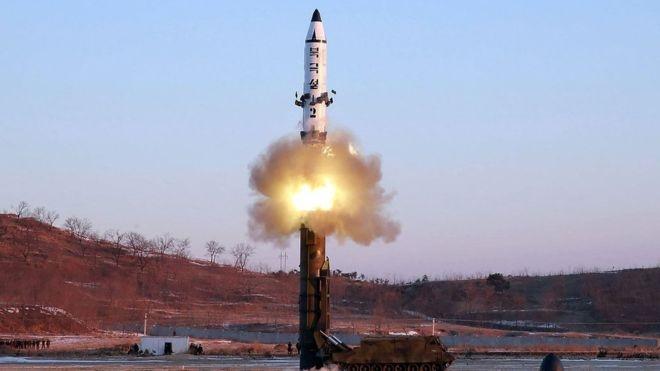 Triều Tiên làm gì với số tên lửa rơi xuống biển? - 1