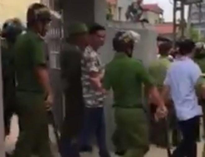 """Nóng 24h qua: Hiện trường gây """"sốc"""" vụ bé trai mất tích ở Quảng Bình - 3"""