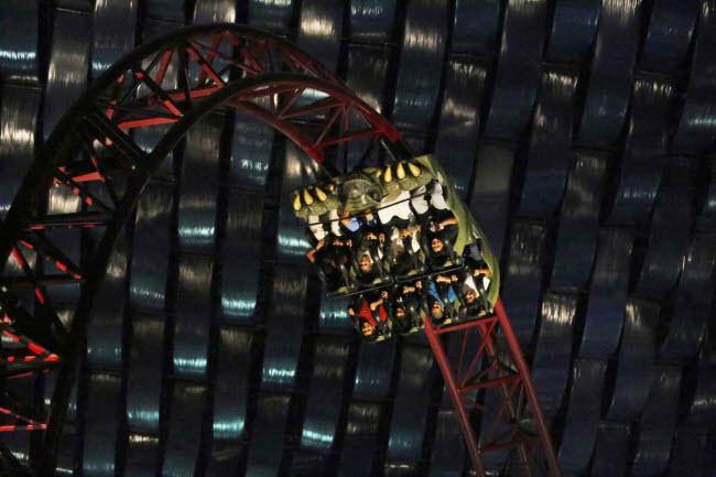 Dubai chi cả tỷ đô xây dựng công viên giải trí trong nhà lớn nhất thế giới - 6