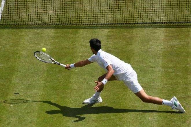 Djokovic - Gulbis: Tâm lý chiến đáng nể (Vòng 3 Wimbledon) - 1