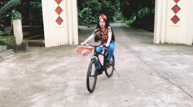 Bằng Kiều thân mật vợ cũ, Hoài Linh chạnh lòng thị phi - 3