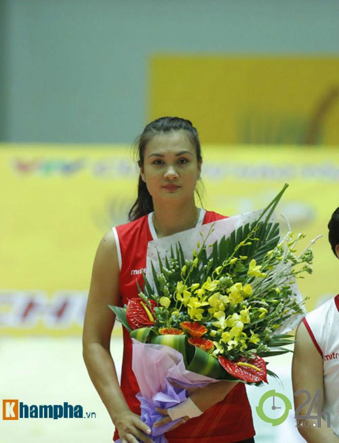 """Người đẹp bóng chuyền VTV Cup: Kim Huệ """"dạy dỗ"""" đàn em Trung Quốc - 1"""