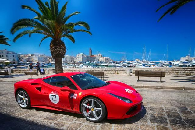 Hàng trăm siêu xe Ferrari diễu hành tại quê nhà Italia - 6