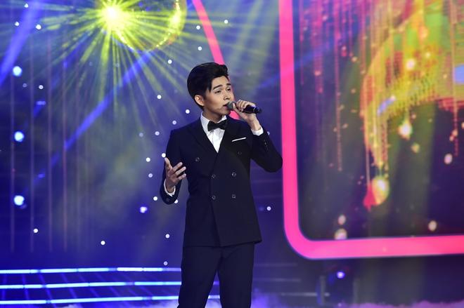 Bố Jun (365) khóc khi con trai hóa thân thành ca sĩ đồng tính - 2