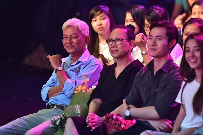 Bố Jun (365) khóc khi con trai hóa thân thành ca sĩ đồng tính - 3