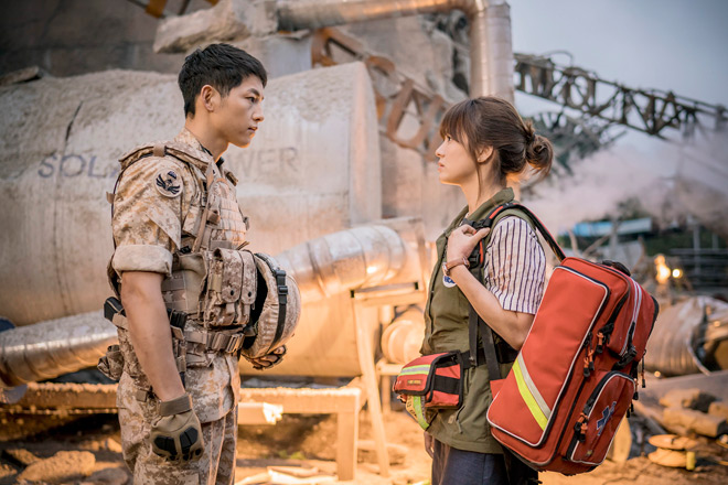 Nhà đài lũ lượt chiếu lại Hậu duệ mặt trời vì Song Hye Kyo - 2