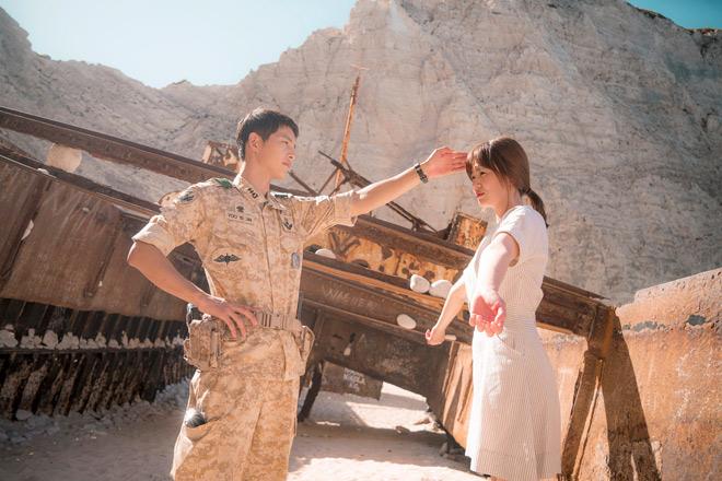 Nhà đài lũ lượt chiếu lại Hậu duệ mặt trời vì Song Hye Kyo - 3