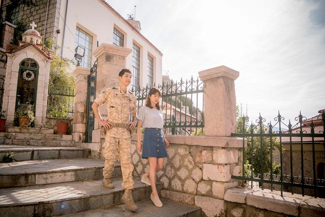 Nhà đài lũ lượt chiếu lại Hậu duệ mặt trời vì Song Hye Kyo - 6