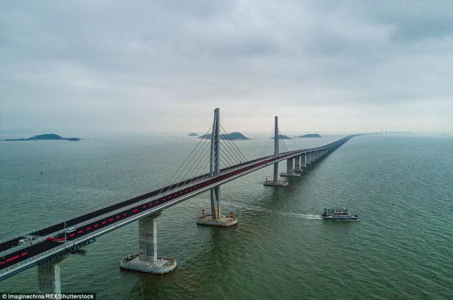 Ngắm cây cầu biển dài chưa từng thấy sắp hoàn thành ở TQ - 1