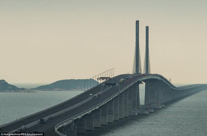 Ngắm cây cầu biển dài chưa từng thấy sắp hoàn thành ở TQ - 2