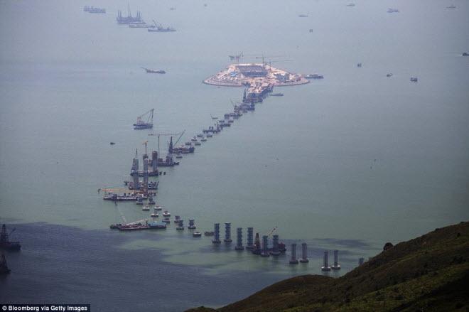 Ngắm cây cầu biển dài chưa từng thấy sắp hoàn thành ở TQ - 6