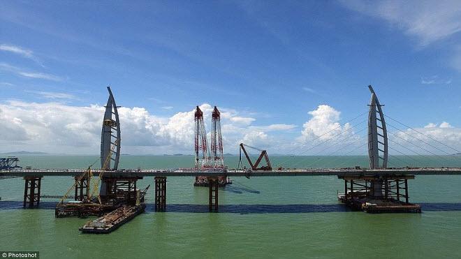 Ngắm cây cầu biển dài chưa từng thấy sắp hoàn thành ở TQ - 11