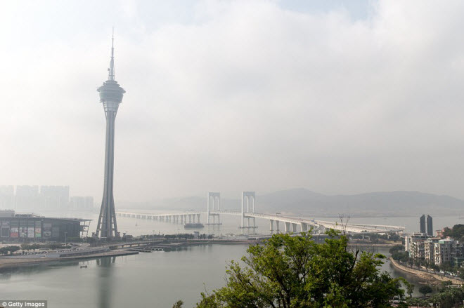 Ngắm cây cầu biển dài chưa từng thấy sắp hoàn thành ở TQ - 10