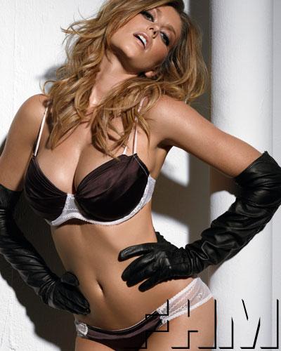 Mỗi lần cởi áo, các người đẹp lại gây nghẽn sóng truyền hình - 24