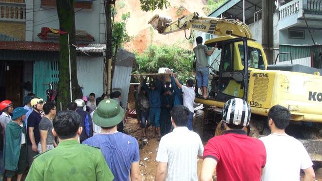 Hà Giang: Sạt lở đất vùi lấp nhiều người tại quán Internet - 1