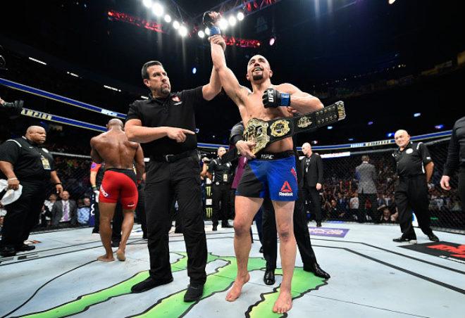 Tin thể thao HOT 9/7: Robert Whittaker làm nên lịch sử tại UFC - 1