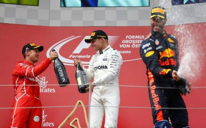Video đua xe F1, Austrian GP: 2 đánh 1, không chột cũng què - 1