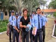 """Vệ sỹ sao Việt: Sơn Tùng hào quang, Lương Bằng Quang bị tố  """" làm màu """""""