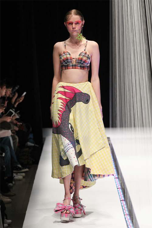 1,7 triệu người thích Rihanna mặc váy của Công Trí - 4