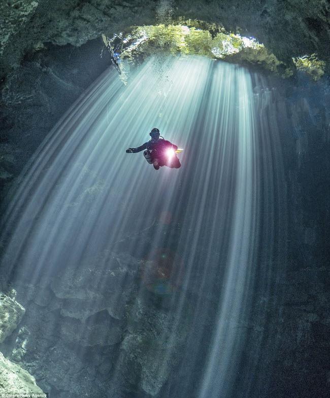 Hình ảnh ngoạn mục đến khó tin bên trong hang động ngầm dưới đáy đại dương - 2