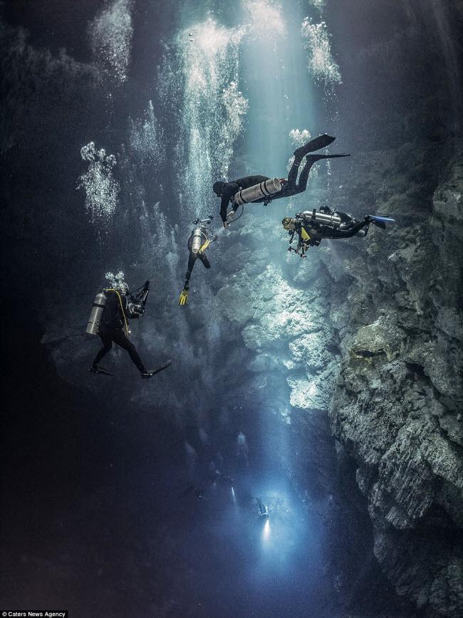 Hình ảnh ngoạn mục đến khó tin bên trong hang động ngầm dưới đáy đại dương - 6