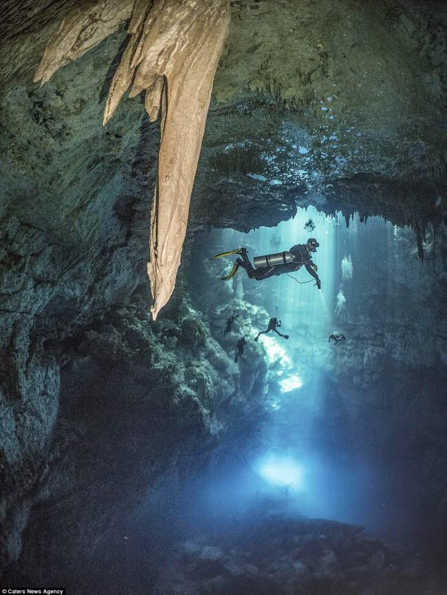 Hình ảnh ngoạn mục đến khó tin bên trong hang động ngầm dưới đáy đại dương - 5