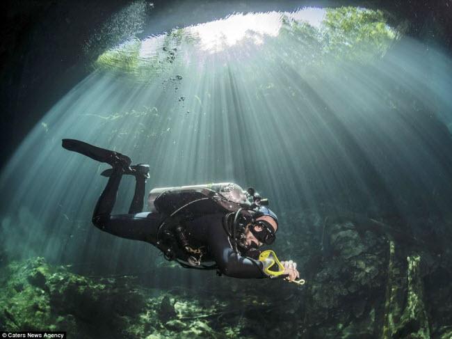 Hình ảnh ngoạn mục đến khó tin bên trong hang động ngầm dưới đáy đại dương - 8