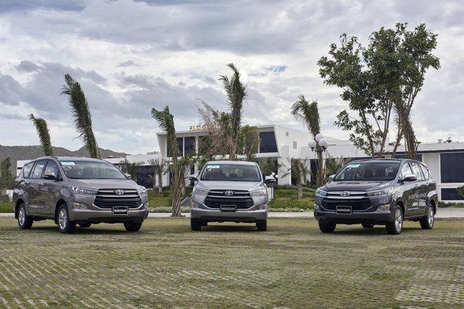 Toyota tiếp tục đại hạ giá xe lần 2 trong tháng - 2