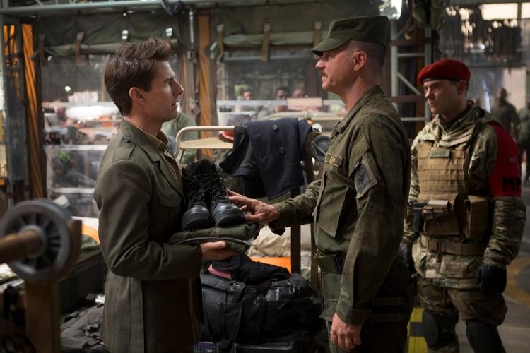 """Brad Pitt và Tom Cruise: Ai vào vai quân nhân """"chuẩn"""" nhất? - 5"""
