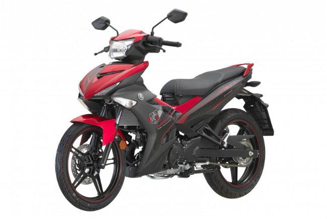 2017 Yamaha Exciter 150 ở Malaysia còn có tên gọi khác là Yamaha Y15ZR. Với tư cách là một mẫu xe ăn khách nhất trong phân khúc xe 150cc, 2017 Yamaha Y15ZR vừa xuất hiện với các màu và đồ họa mới, nhưng có giá bán không đổi tại thị trường nước này.