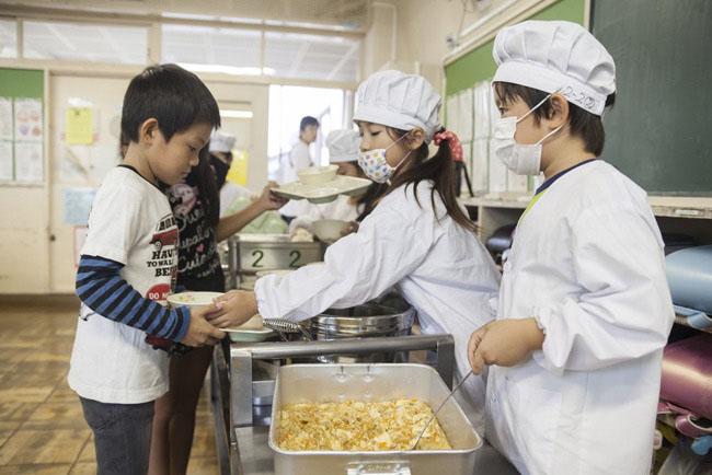 Có gì đặc biệt trong bữa trưa của học sinh Nhật Bản? - 2