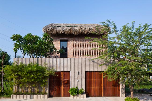 Ngôi nhà nhỏ nằm trên một mảnh đất rộng khoảng 200m2 tại huyện Nhà Bè, thành phố Hồ Chí Minh.
