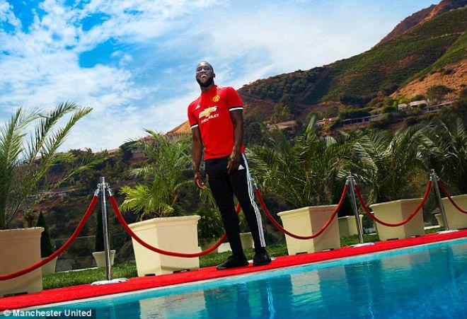 Lukaku chính thức về MU: Không lấy áo Rooney, chọn kế vị Ibra - 6