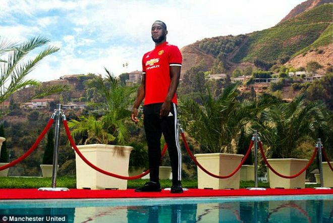 Lukaku chính thức về MU: Không lấy áo Rooney, chọn kế vị Ibra - 7