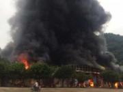 Chợ Tân Thanh giáp biên giới Trung Quốc cháy dữ dội