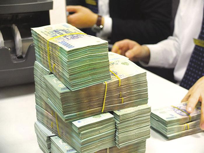 Mừng hay lo khi ngân hàng đồng loạt hạ lãi suất? - 1
