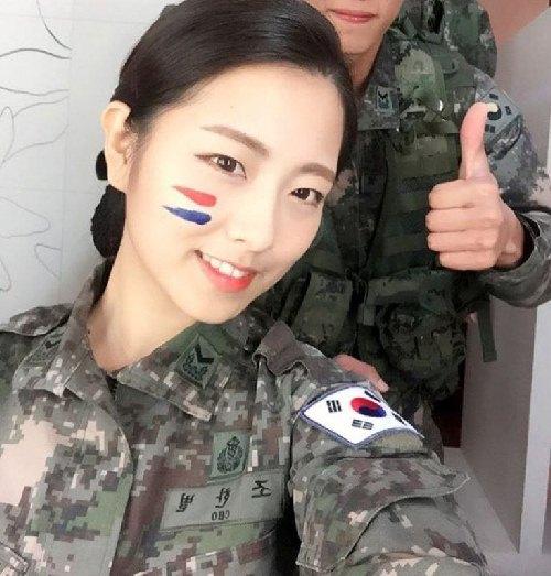 """Cô nàng """"đẹp hơn ngôi sao"""" trở thành đại diện của quân đội Hàn - 2"""