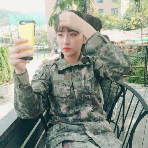 """Cô nàng """"đẹp hơn ngôi sao"""" trở thành đại diện của quân đội Hàn - 5"""