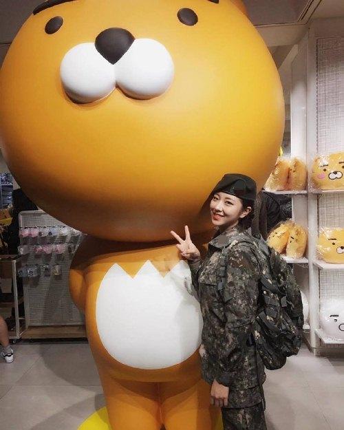 """Cô nàng """"đẹp hơn ngôi sao"""" trở thành đại diện của quân đội Hàn - 8"""