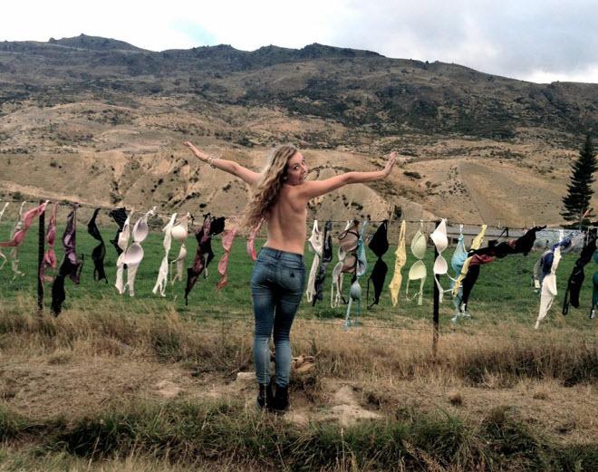 Lạ lùng hàng rào áo ngực hút khách du lịch ở New Zealand - 5