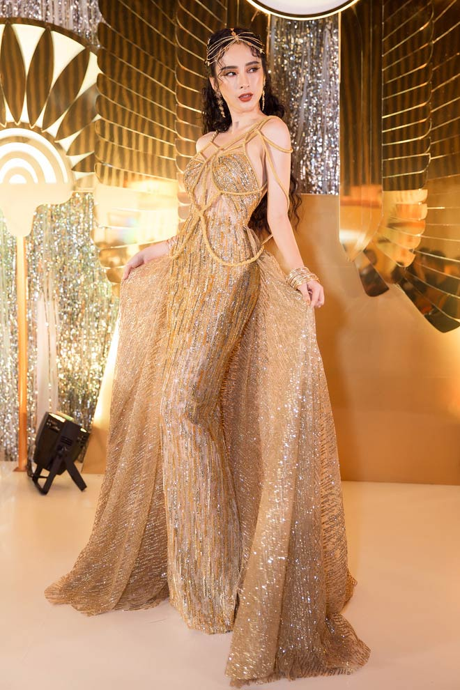 Bí mật sau bộ váy xẻ ngực biến Angela Phương Trinh thành nữ thần Ai Cập - 5