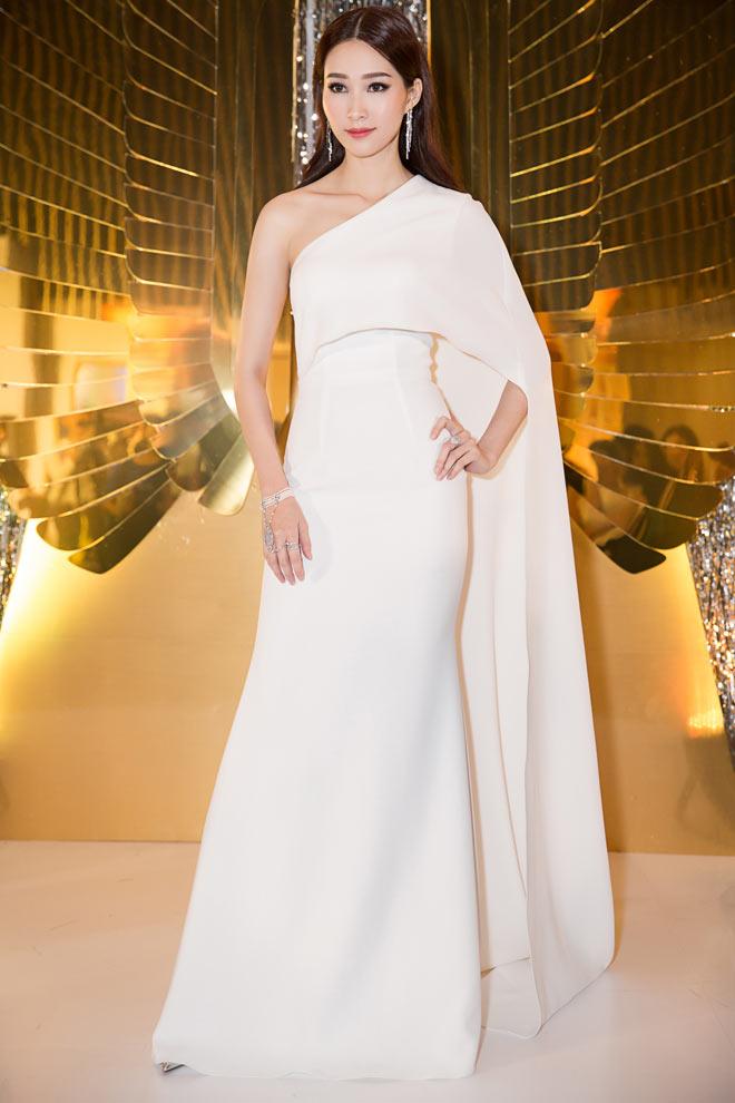 Bí mật sau bộ váy xẻ ngực biến Angela Phương Trinh thành nữ thần Ai Cập - 7