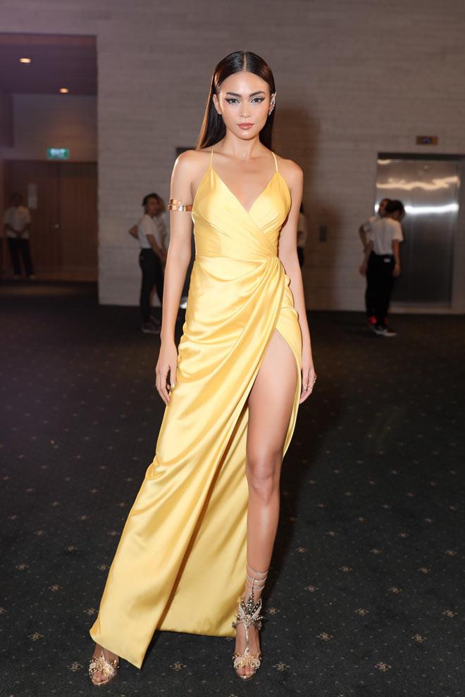 Bí mật sau bộ váy xẻ ngực biến Angela Phương Trinh thành nữ thần Ai Cập - 10