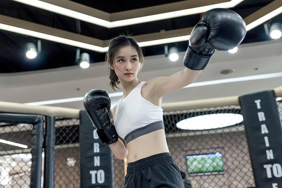 Nữ diễn viên Jun Vũ giữ vòng eo con kiến bằng Muay Thái - 3