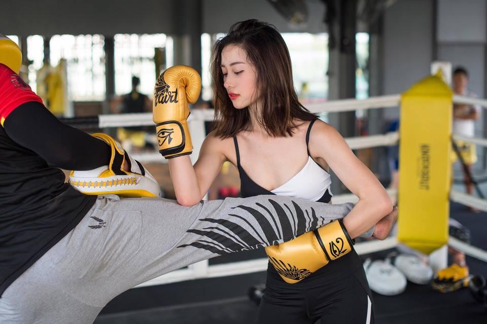 Nữ diễn viên Jun Vũ giữ vòng eo con kiến bằng Muay Thái - 10