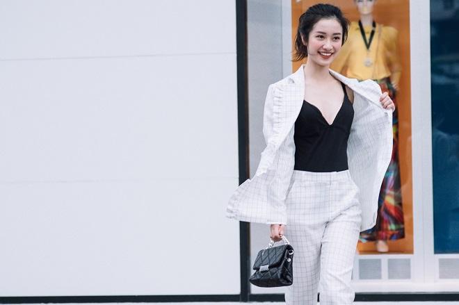 Nữ diễn viên Jun Vũ giữ vòng eo con kiến bằng Muay Thái - 12