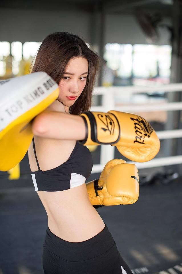 Nữ diễn viên Jun Vũ giữ vòng eo con kiến bằng Muay Thái - 11
