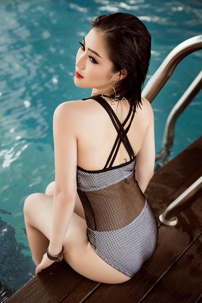 Hương Tràm khoe 3 vòng đẹp hoàn mỹ với đồ bơi lưới - 2