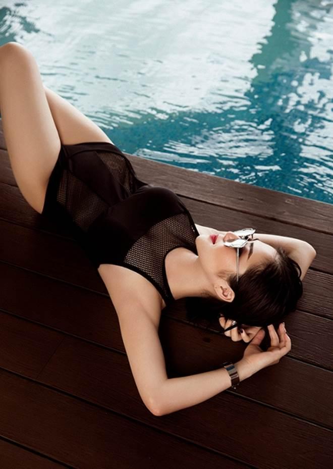 Hương Tràm khoe 3 vòng đẹp hoàn mỹ với đồ bơi lưới - 9